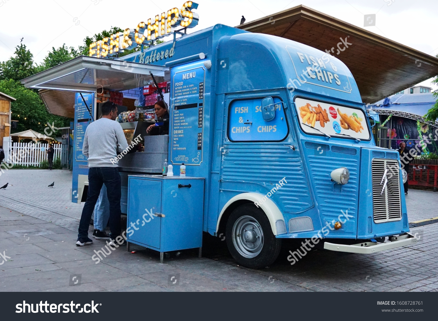 stock-photo-fish-and-chips-food-truck-at