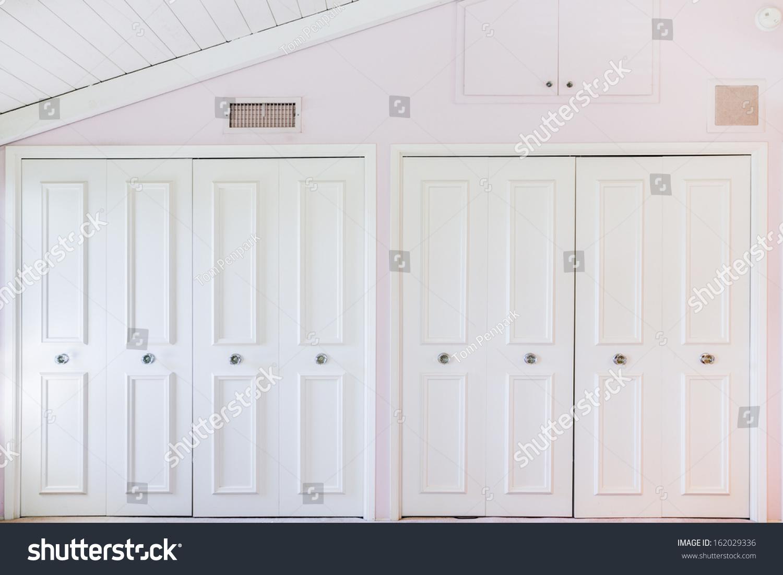 White Closet Door Pink Room Stock Photo 162029336 - Shutterstock