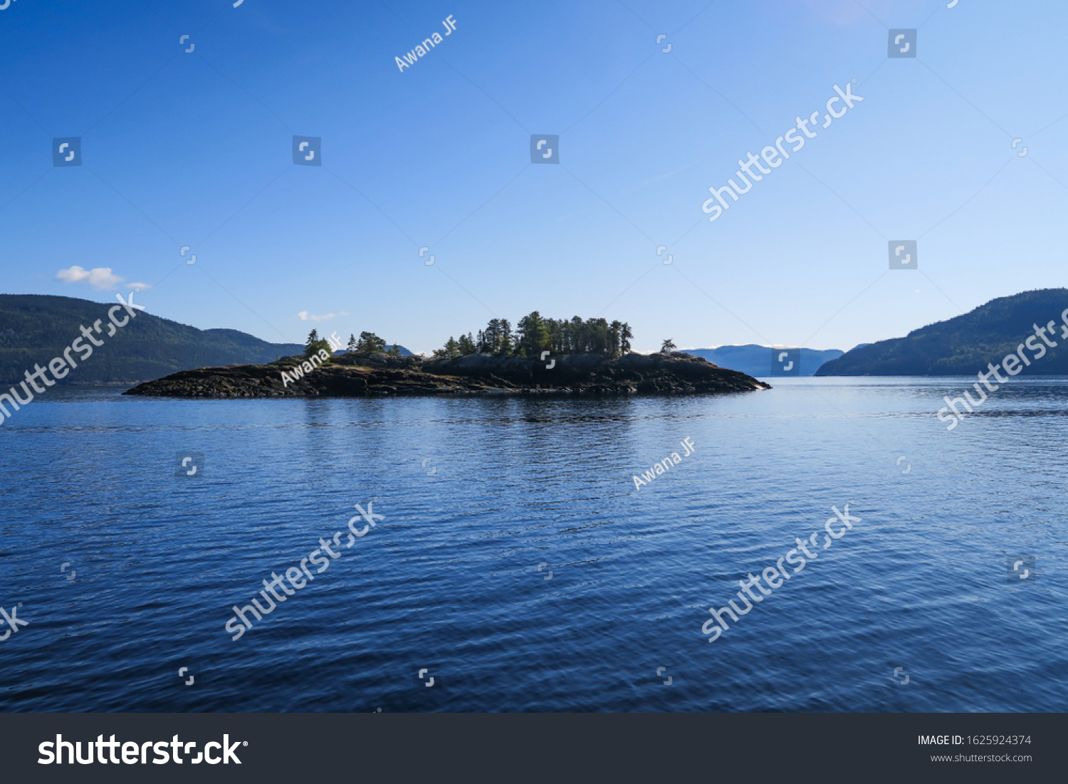 stock-photo-small-island-in-the-saguenay