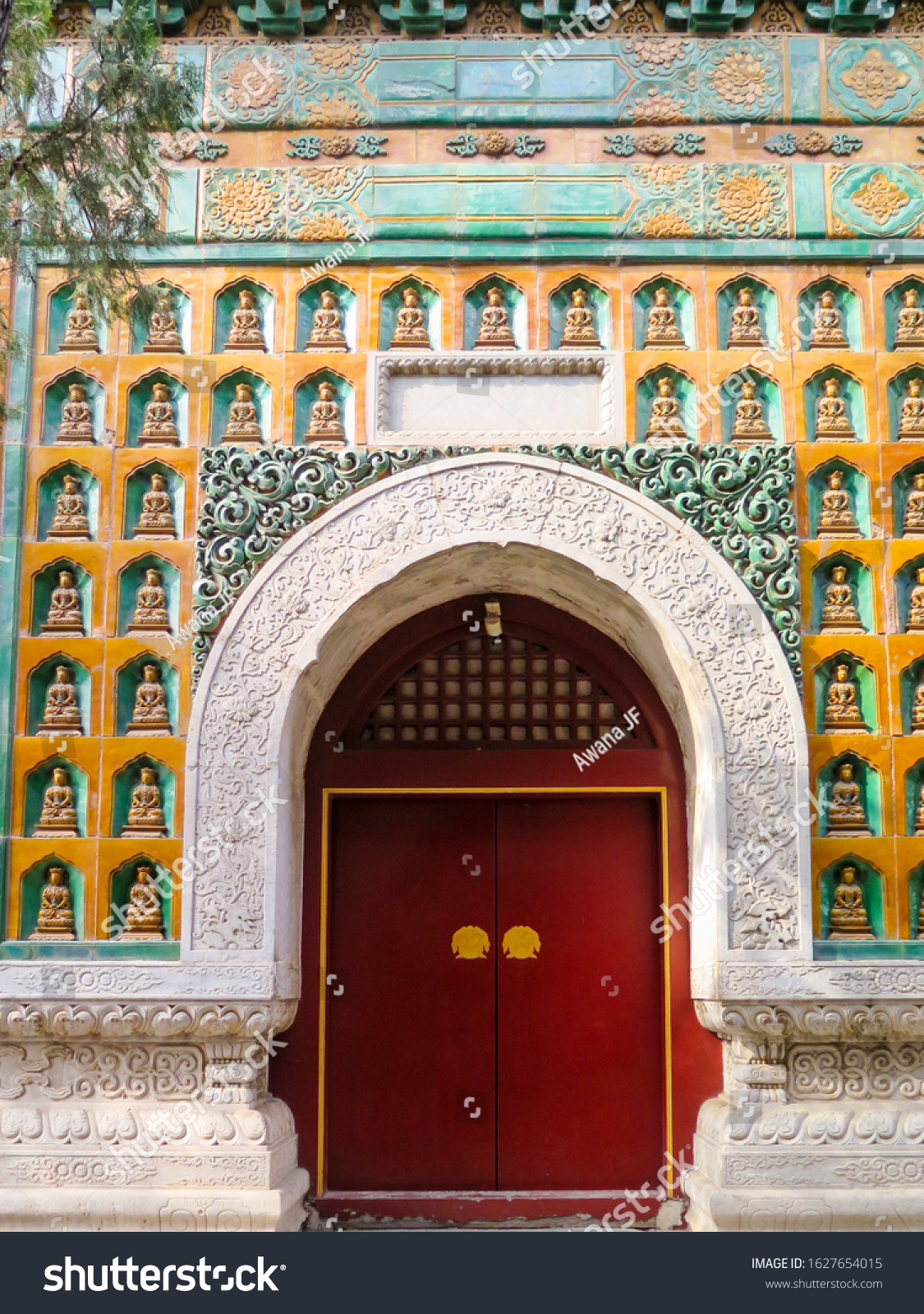 stock-photo-tradtional-chinese-door-surr
