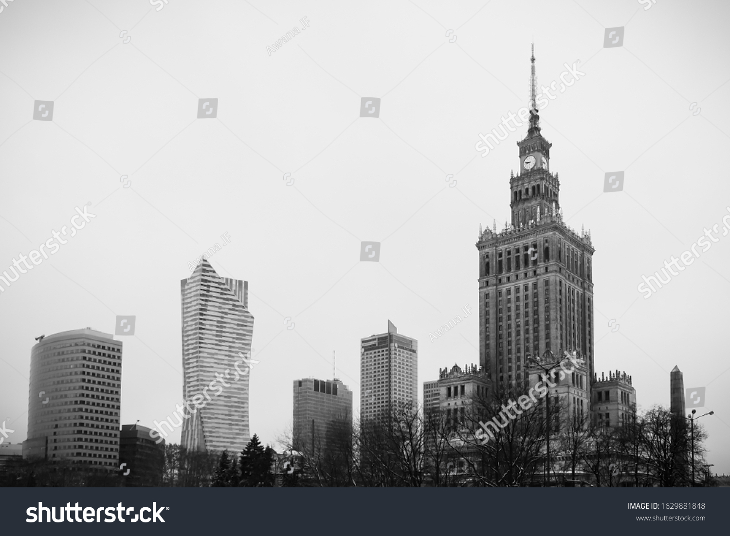 stock-photo-black-and-white-of-warsaw-sk
