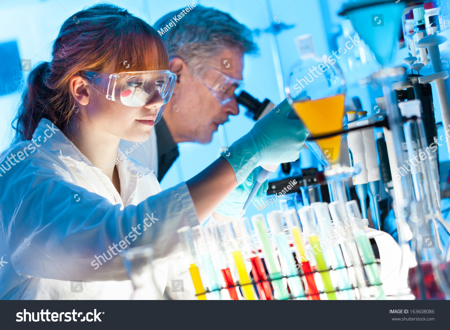 how to become a biochemistry scientist