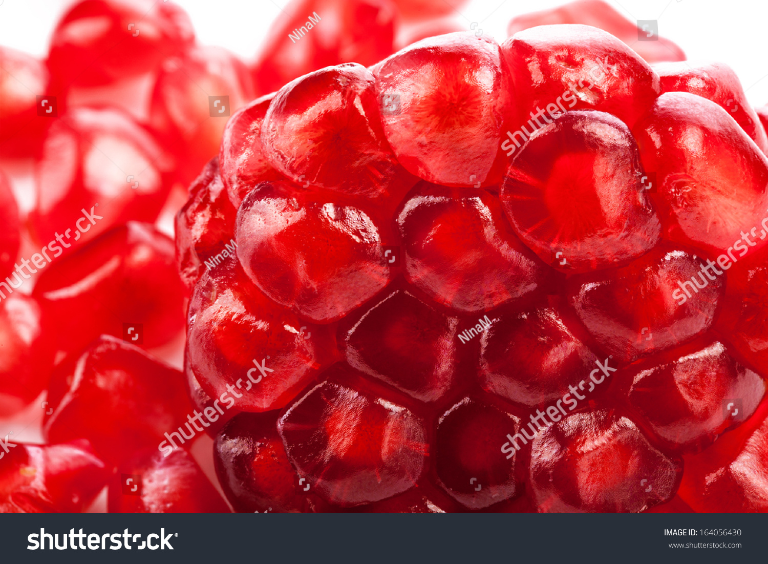 how to get pomegranate seeds out of fruit
