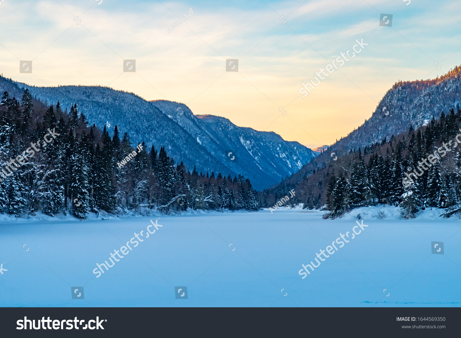 stock-photo-beautiful-winter-view-at-the