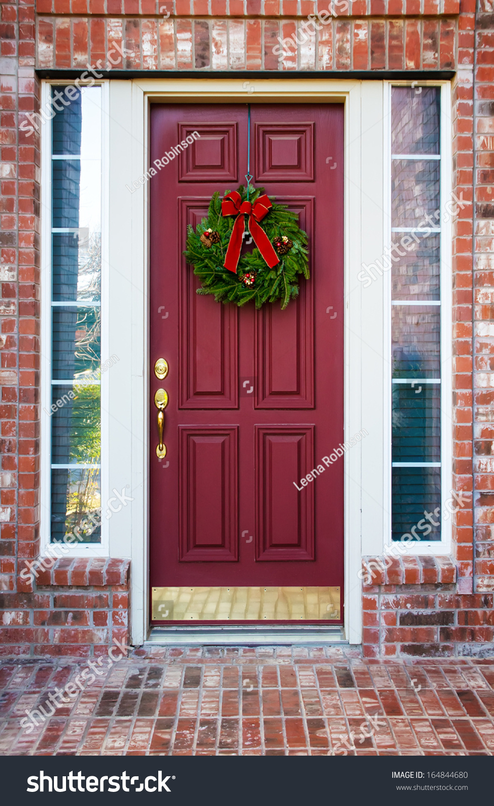 christmas wreath hanging on a red wooden door of a brick house stock photo 164844680 shutterstock. Black Bedroom Furniture Sets. Home Design Ideas