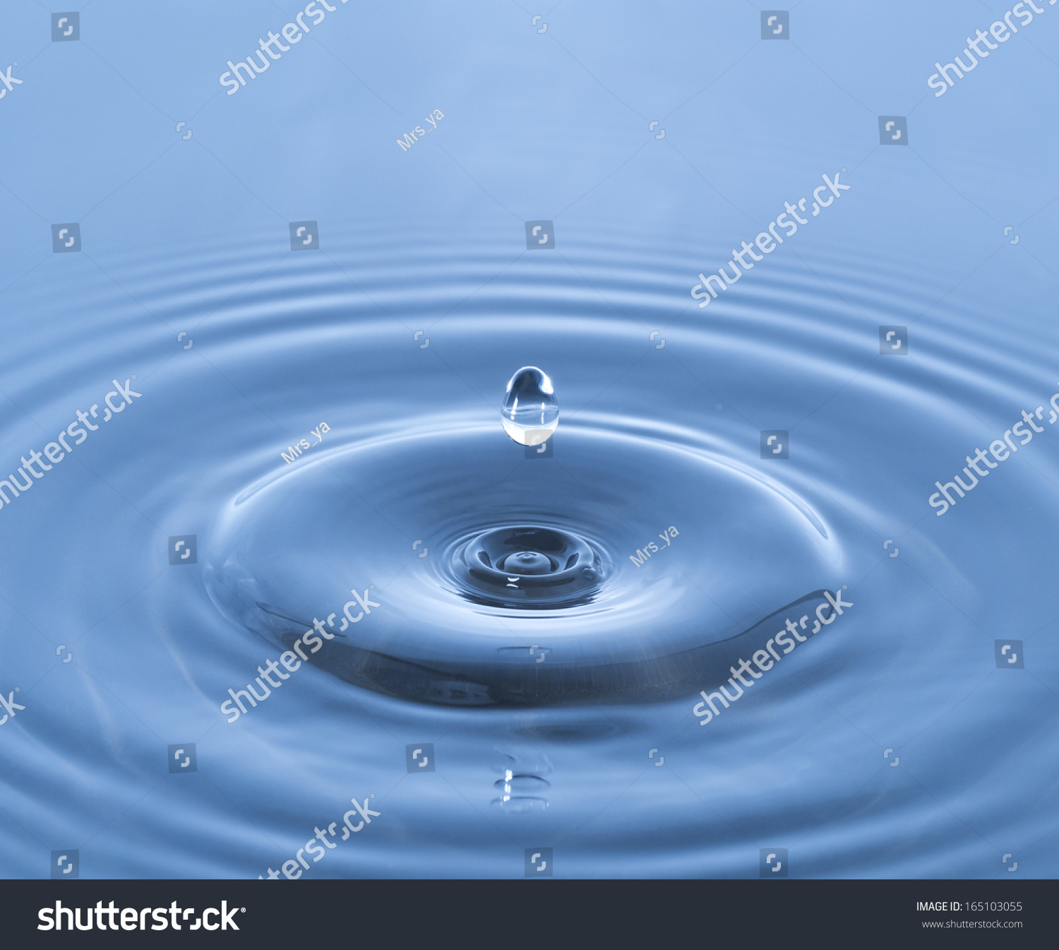 Stop Motion Of Droplet On Water Surface Creating Wave Pattern Spread