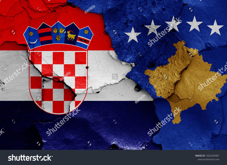 Flaggen Kroatiens und des Kosovo ...