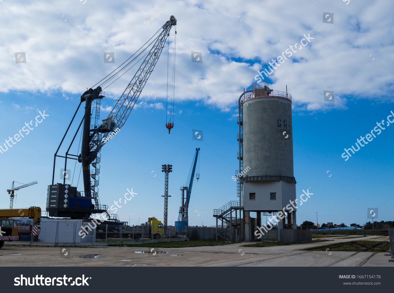 https://image.shutterstock.com/z/stock-photo-mobile-heavy-lift-crane-in-industrial-zone-gazenica-zadar-1667154178.jpg