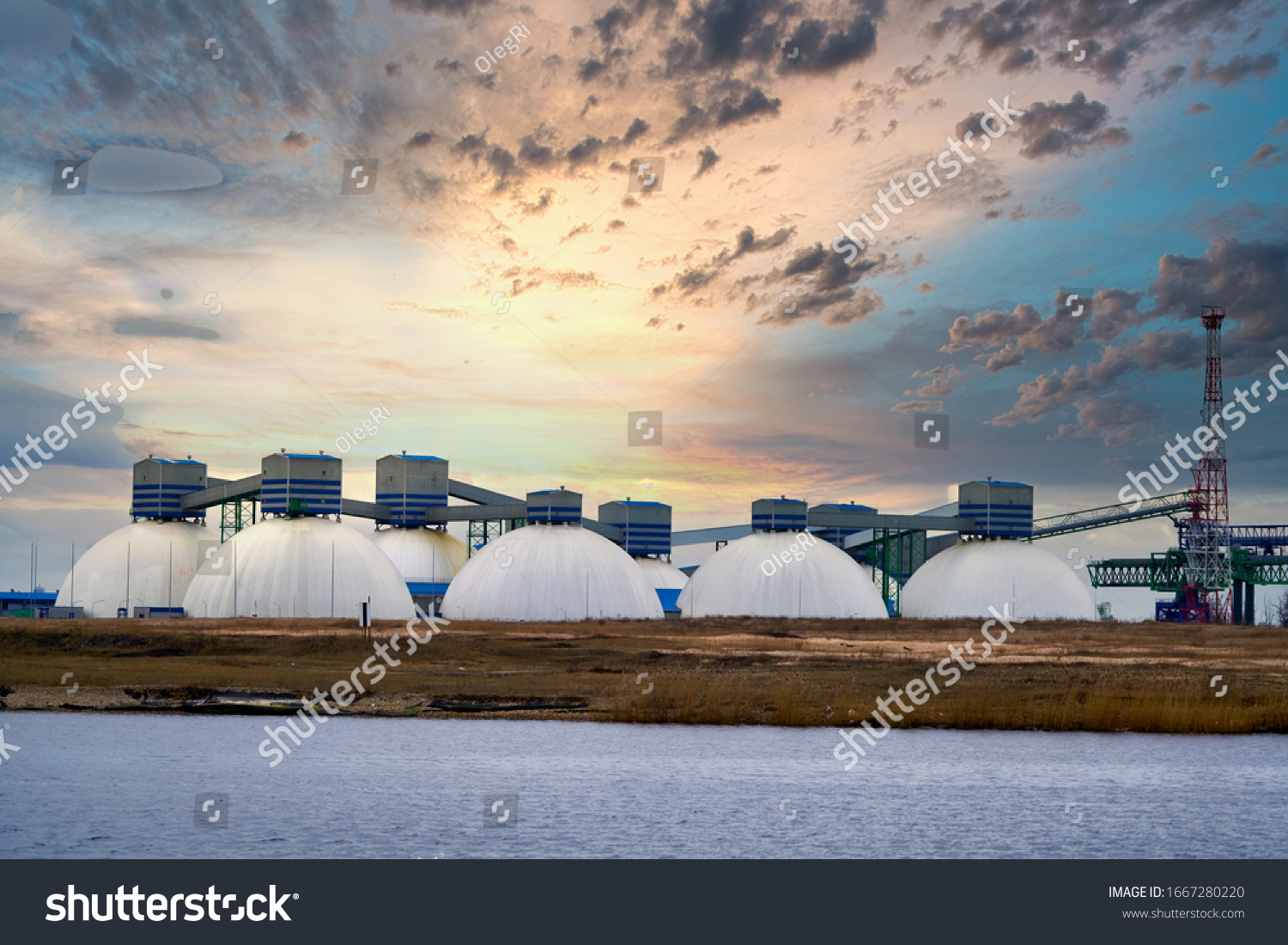 Natural Gas Tank in the morning. #1667280220