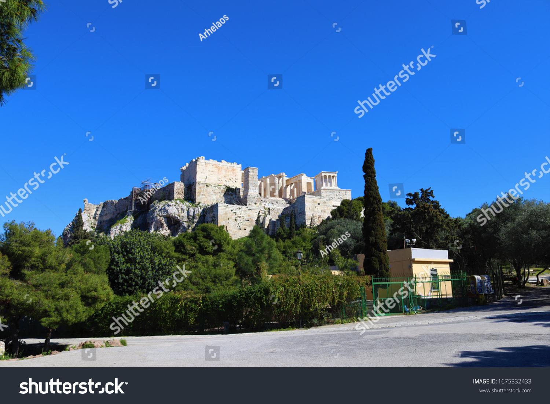 Geschlossener Ticketstand am Eingang von Acropolis und Parthenon in der Stadt Athen in Griechenland wegen der Schließung von Covid-19.