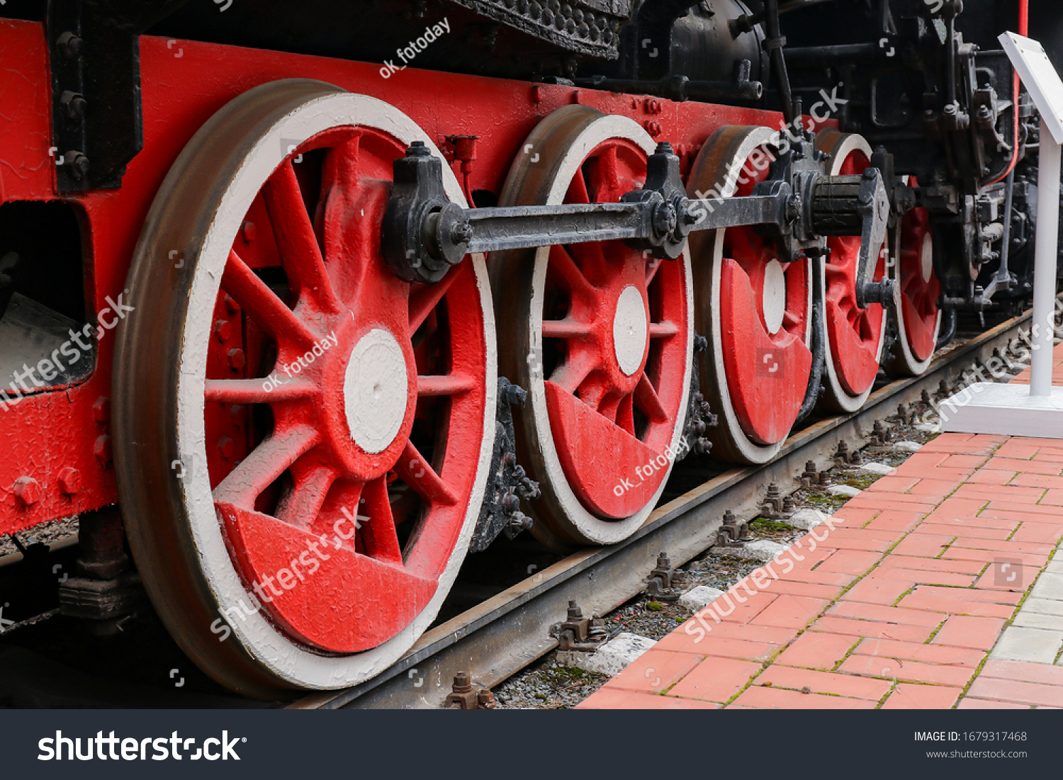 Wheels of a steam locomotive of the Em series No. 725-12 1932. Russia, Novosibirsk, Museum of Railway Engineering, May 9, 2018