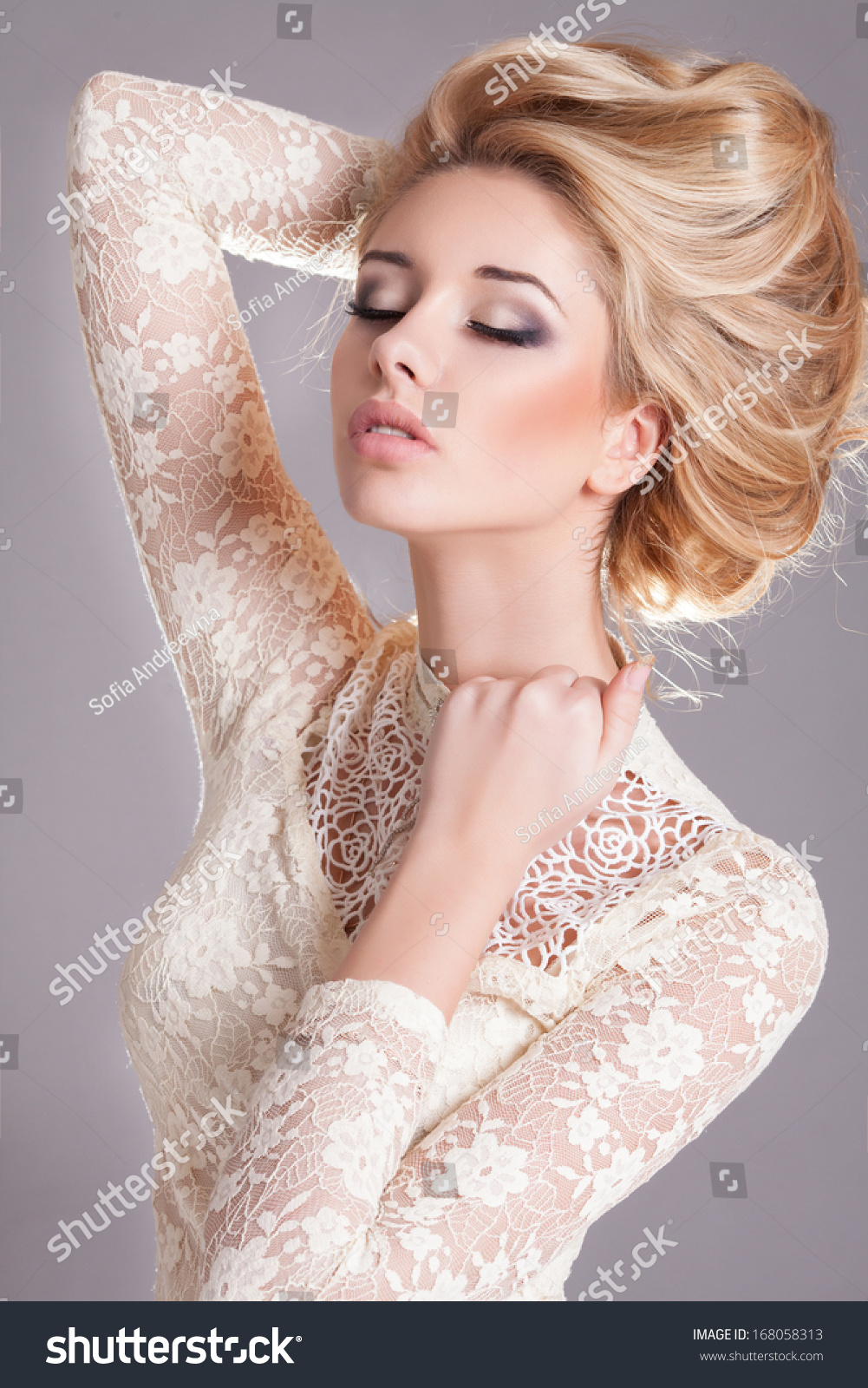 White dress and makeup - Beauty Woman With Wedding Hairstyle And Makeup Bride Fashion Jewelry And Beauty Woman