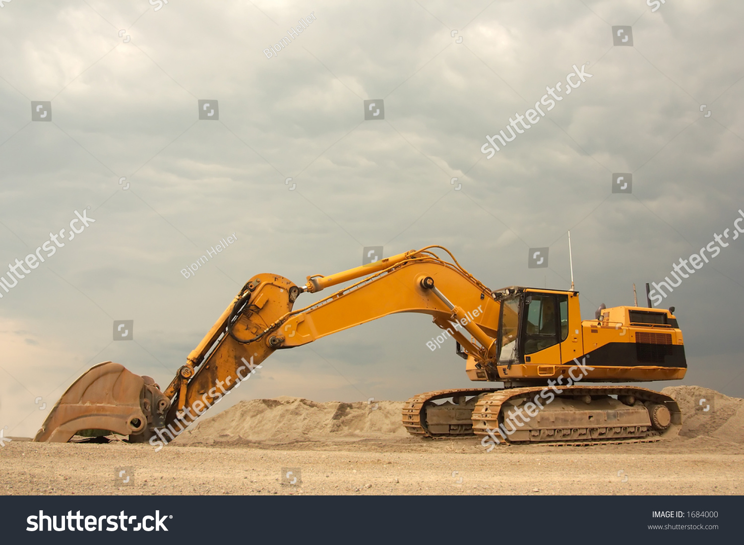 super heavy duty excavator with a operating weight of 154 000 lb 70 000 kg it is one of the. Black Bedroom Furniture Sets. Home Design Ideas