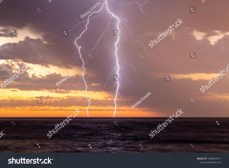 stock-photo-lightning-storm-over-the-oce