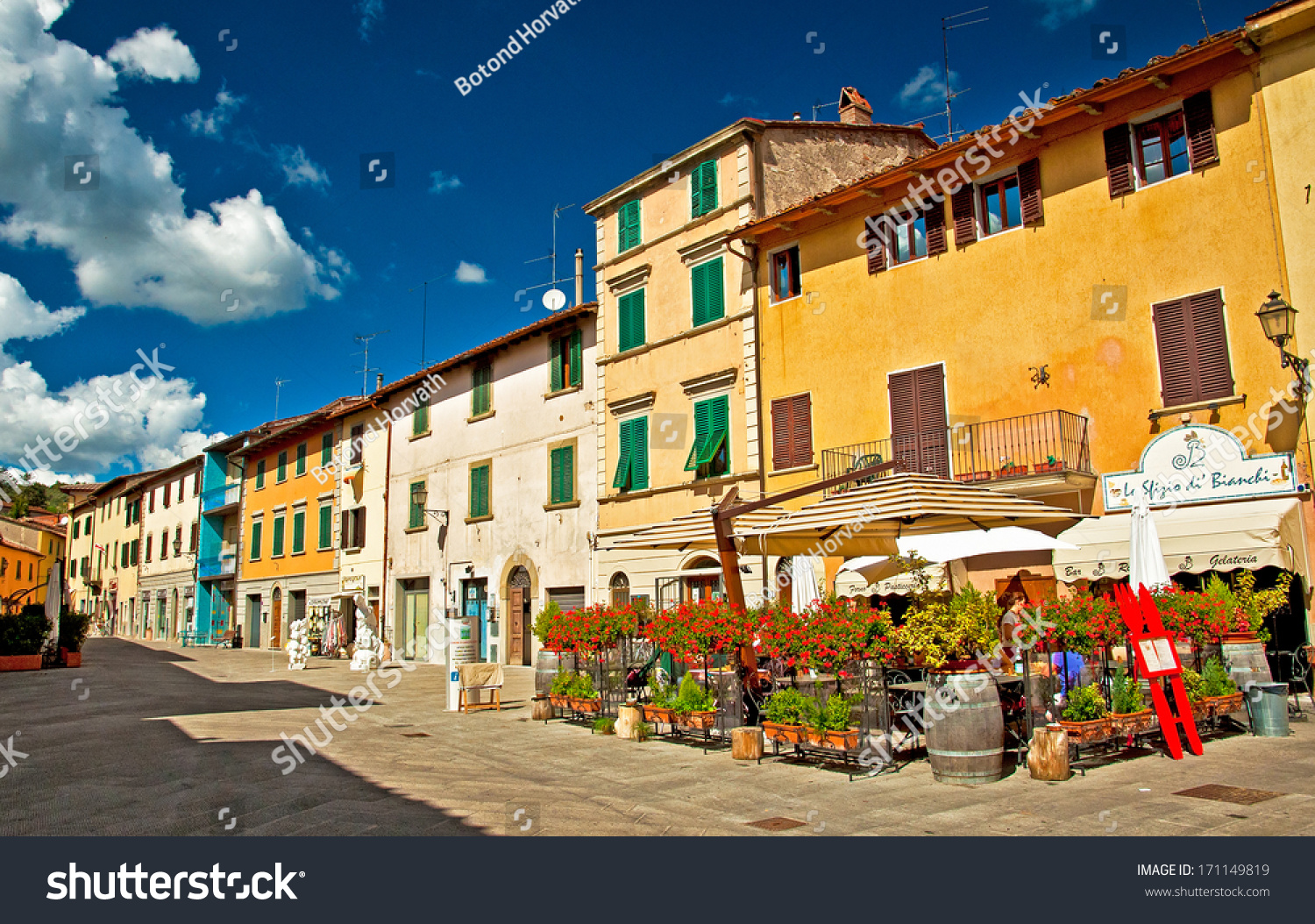 Gaiole In Chianti Italy  City pictures : GAIOLE IN CHIANTI, ITALY 12 SEPTEMBER, 2013: Nice houses in the old ...