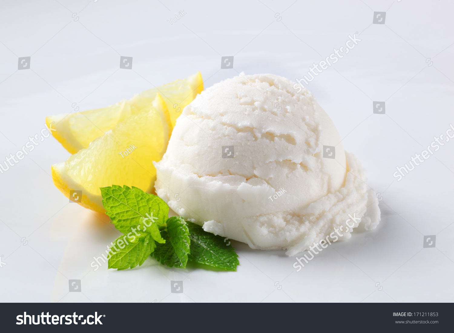 Scoop Lemon Ice Cream Fresh Berries Stock Photo 171211853 ...