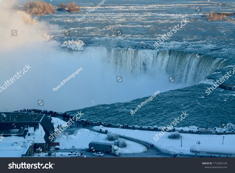 stock-photo-niagara-falls-in-the-winter-