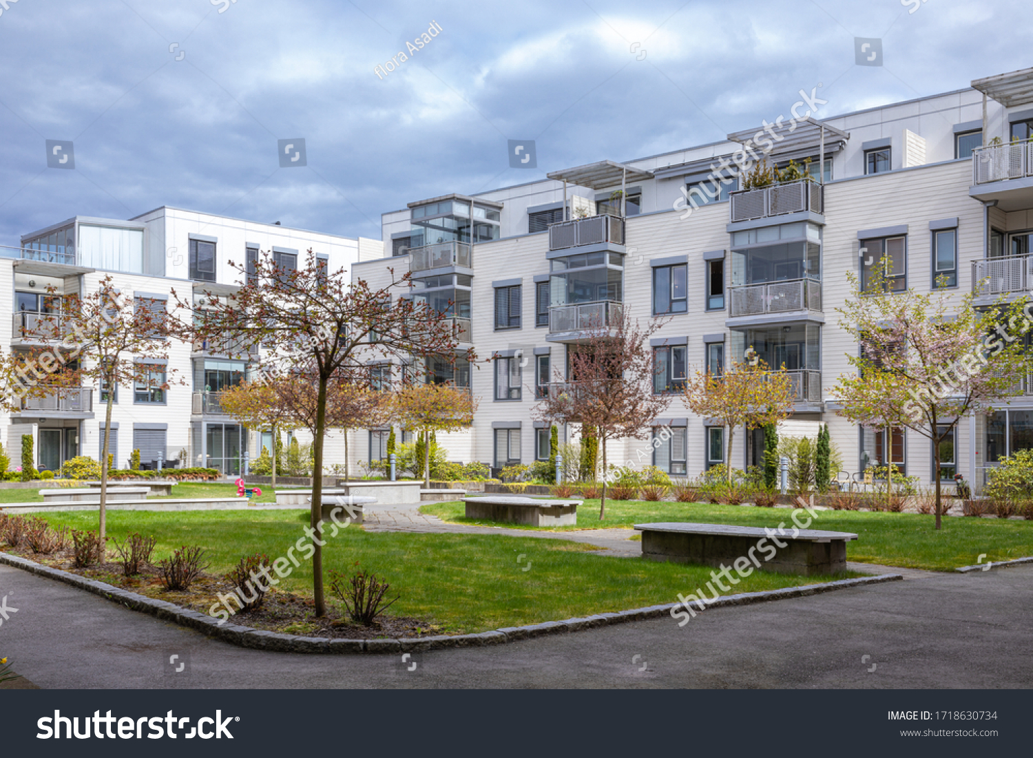 modern apartment in the middel of the town. Quite and beautiful backyard .  #1718630734