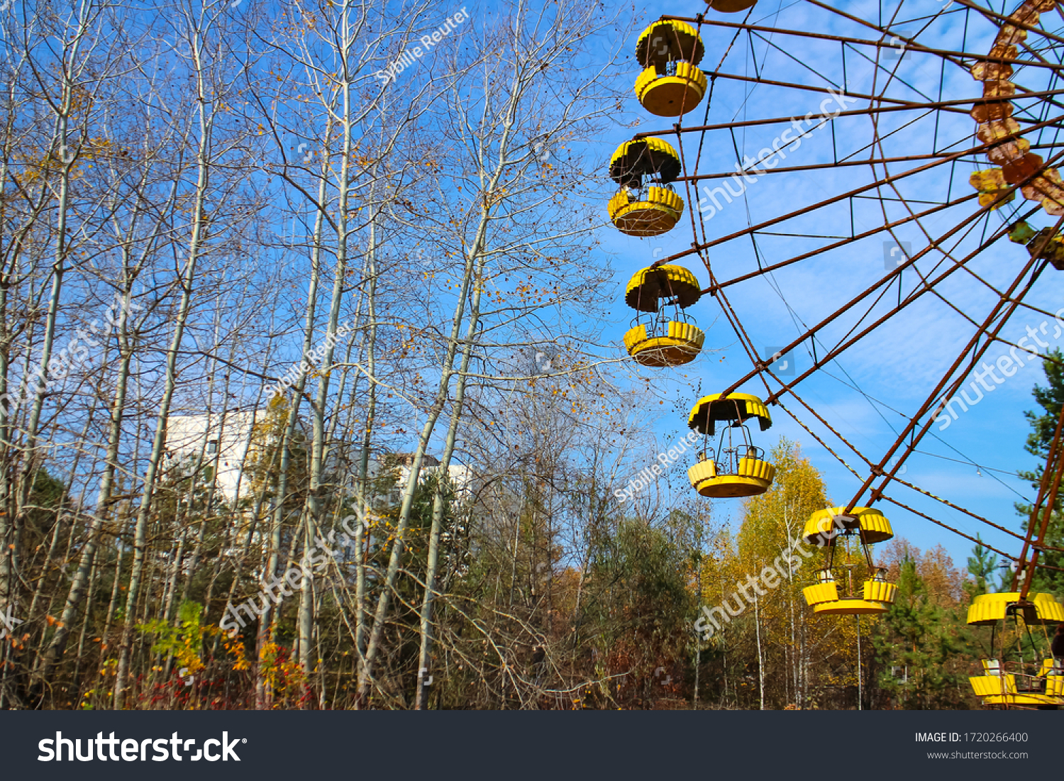 stock-photo-iconic-ferris-wheel-at-the-a