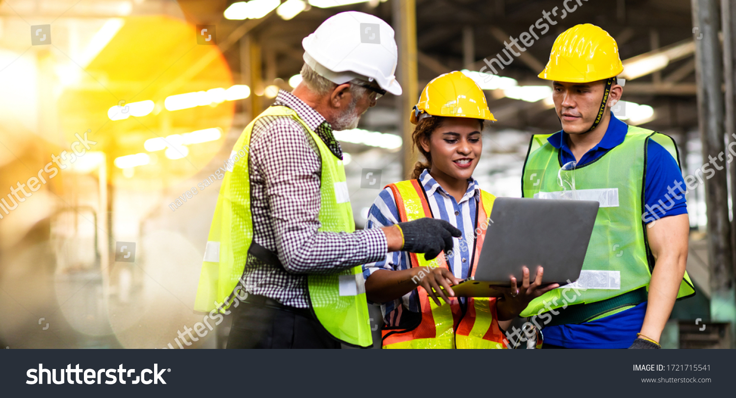 Professional Mechanical Engineer team Working on Personal Computer at Metal lathe industrial manufacturing factory. Engineer Operating  lathe Machinery. Product quality Inspection #1721715541