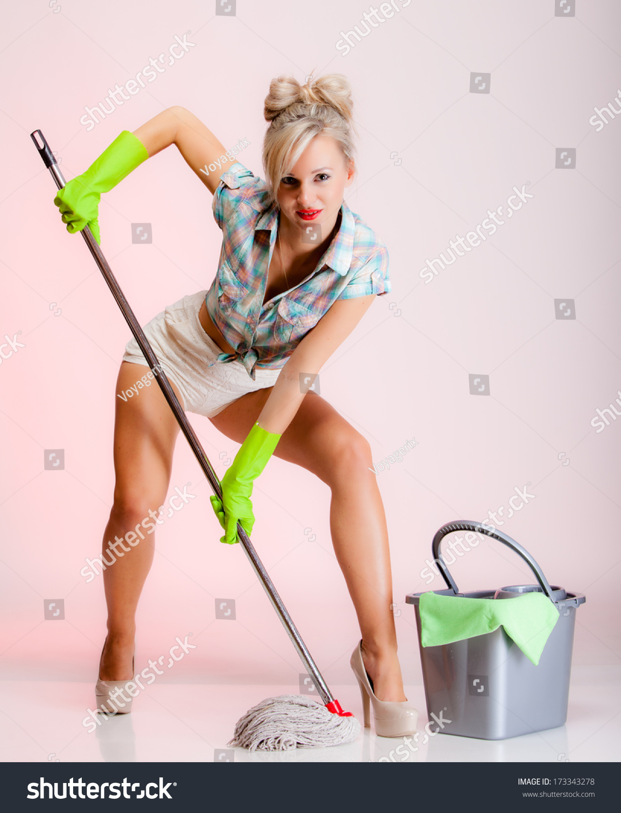 У домохозяйке швабра в попе 15 фотография