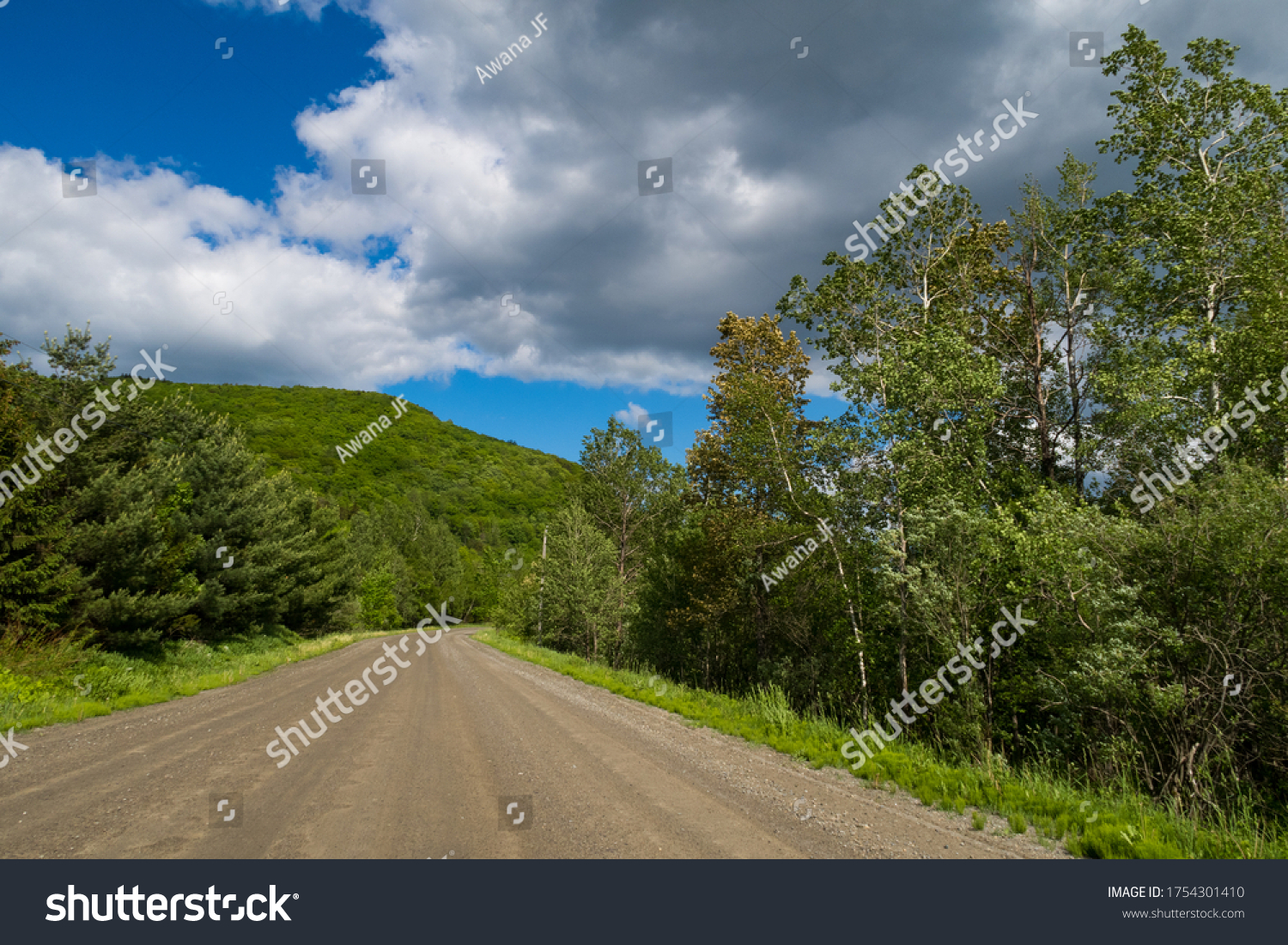 stock-photo-view-of-a-scenic-road-in-que