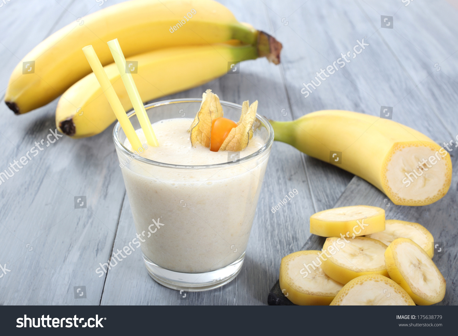 how to make banana smoothie with milk