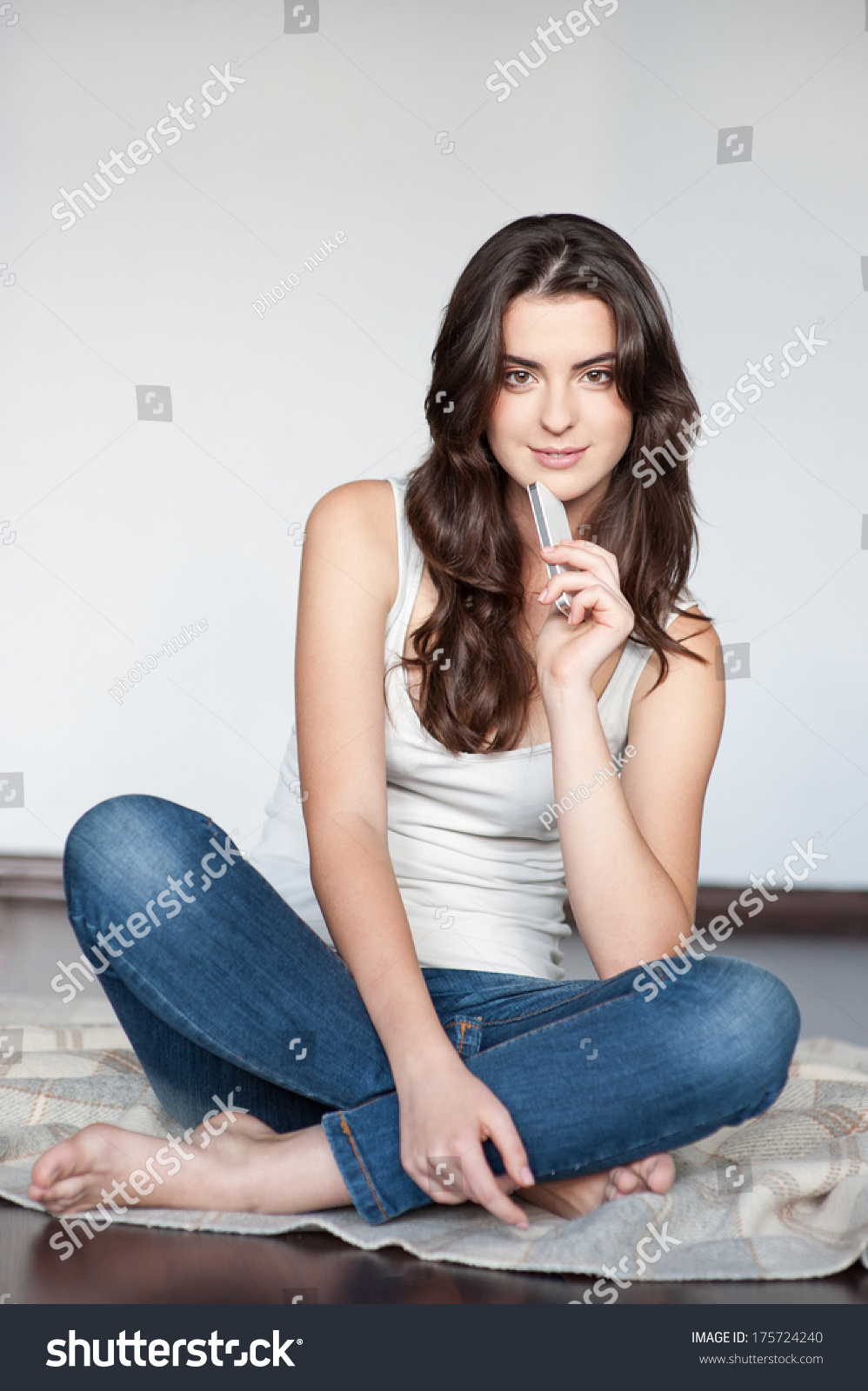 casual brunette sitting next - photo #7