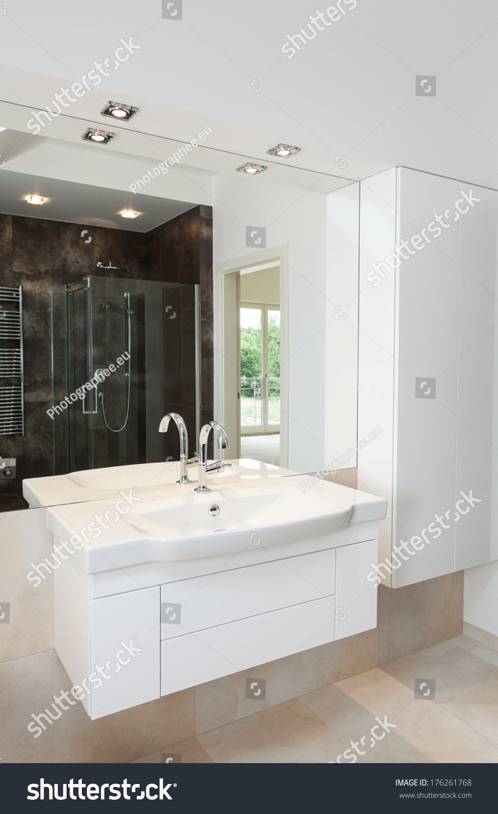 Contemporary white bathroom furniture, shelves and sink | EZ Canvas
