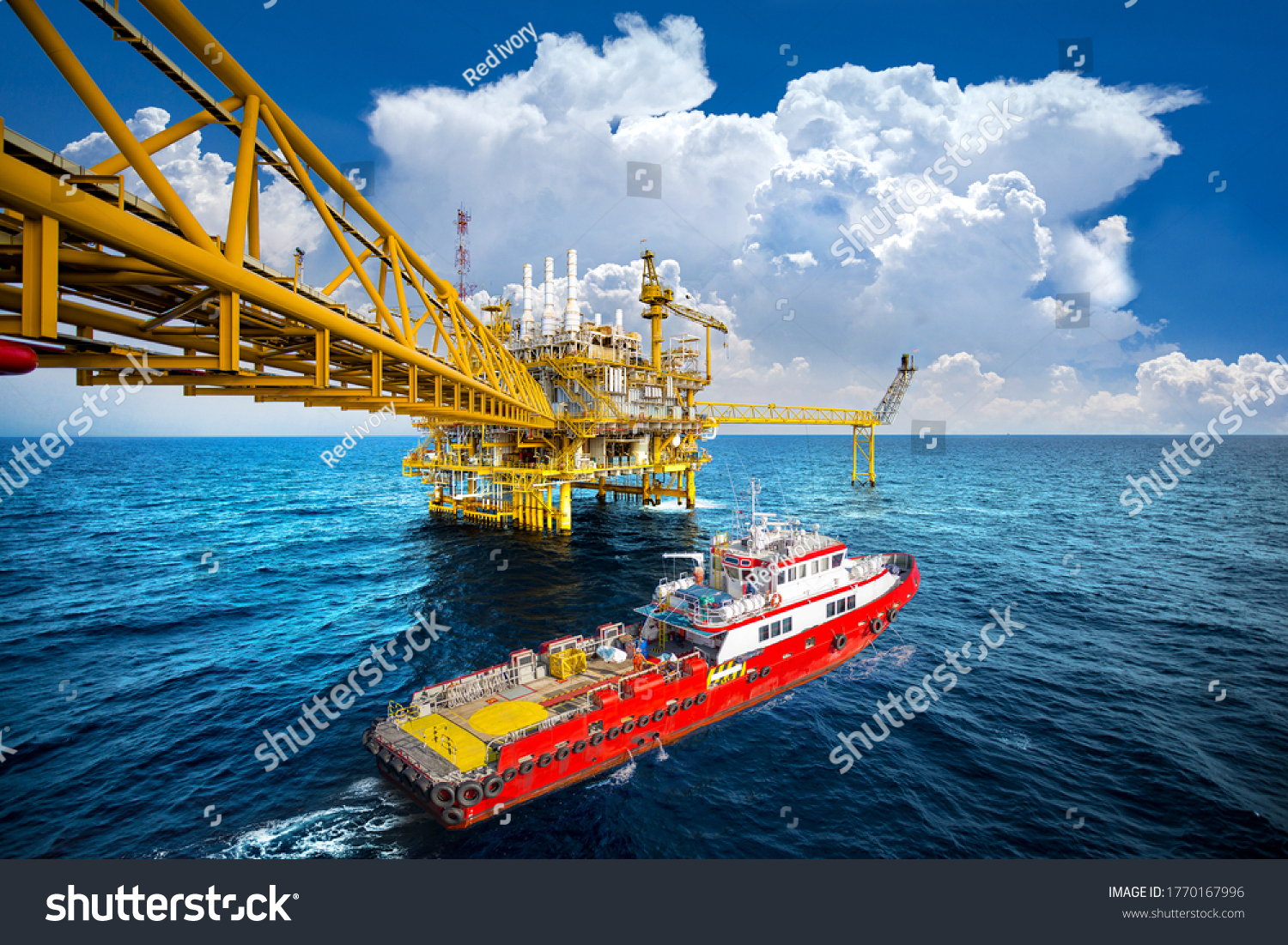 Supply vessel and Jack up rig in the gulf #1770167996