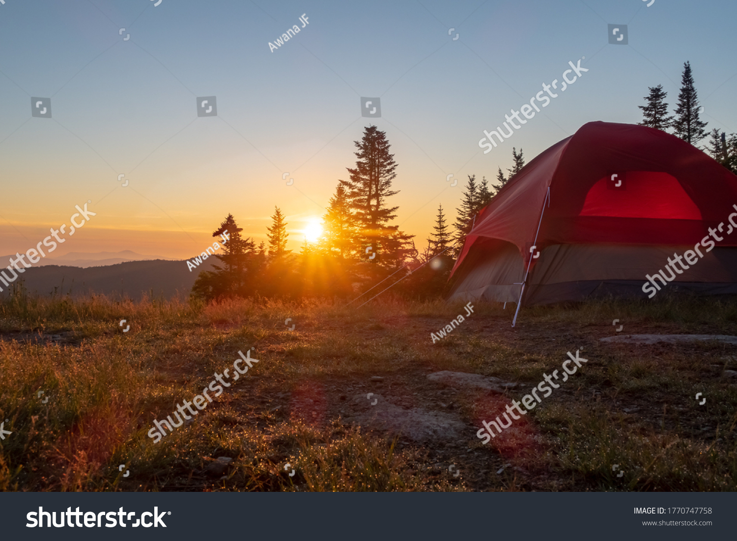 """View of a campsite at sunrise, from the top of the """"mont Sutton"""", in Quebec"""