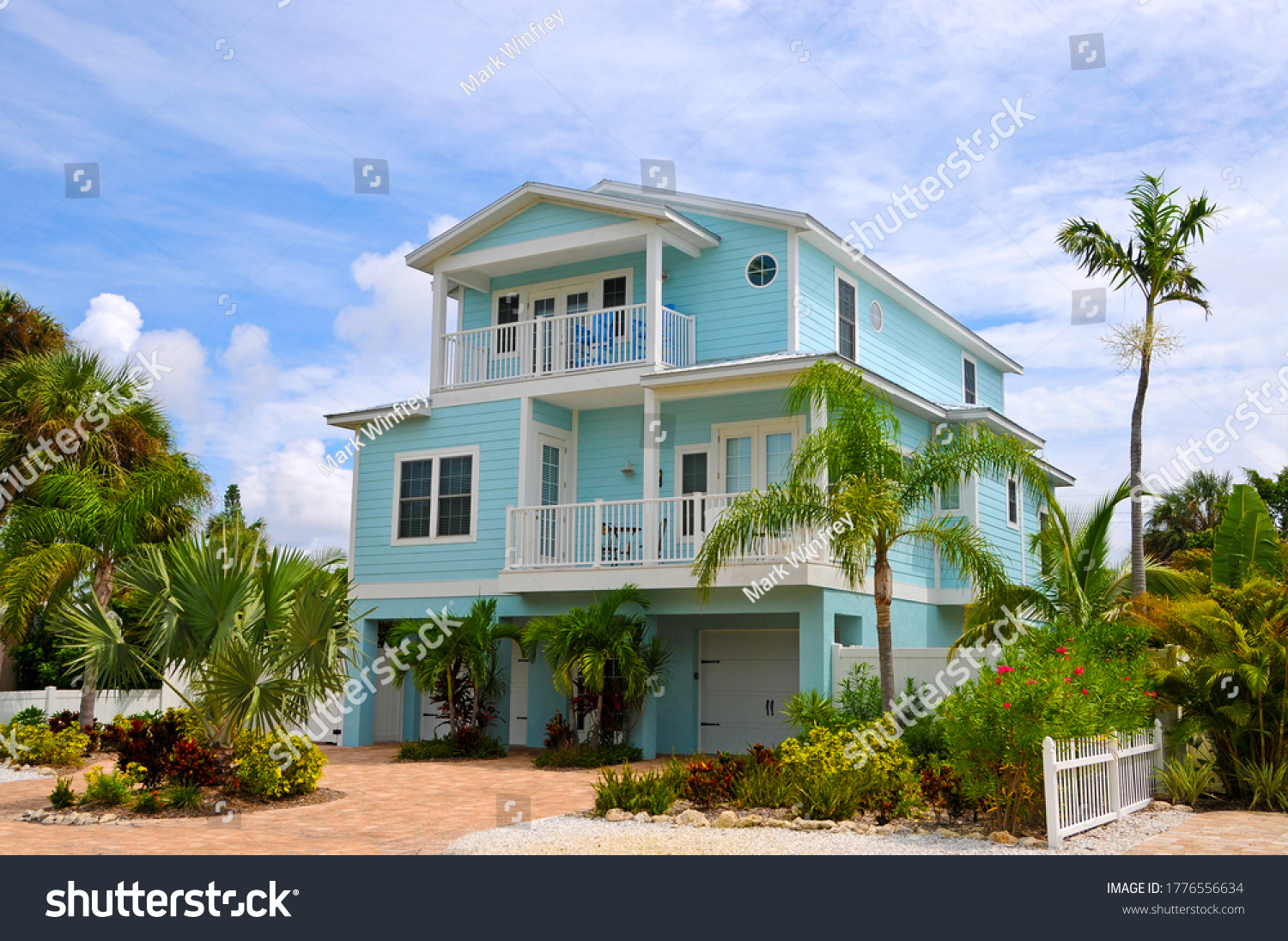 stock-photo-a-beautiful-florida-house-ne
