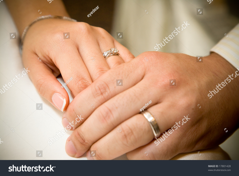 К чему снится Обручальное Кольцо на своей руке - Сонник онлайн