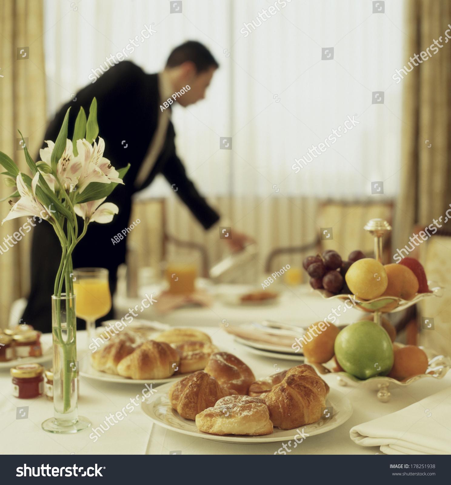 Number Of Waitress In Breakfast Room Hotel