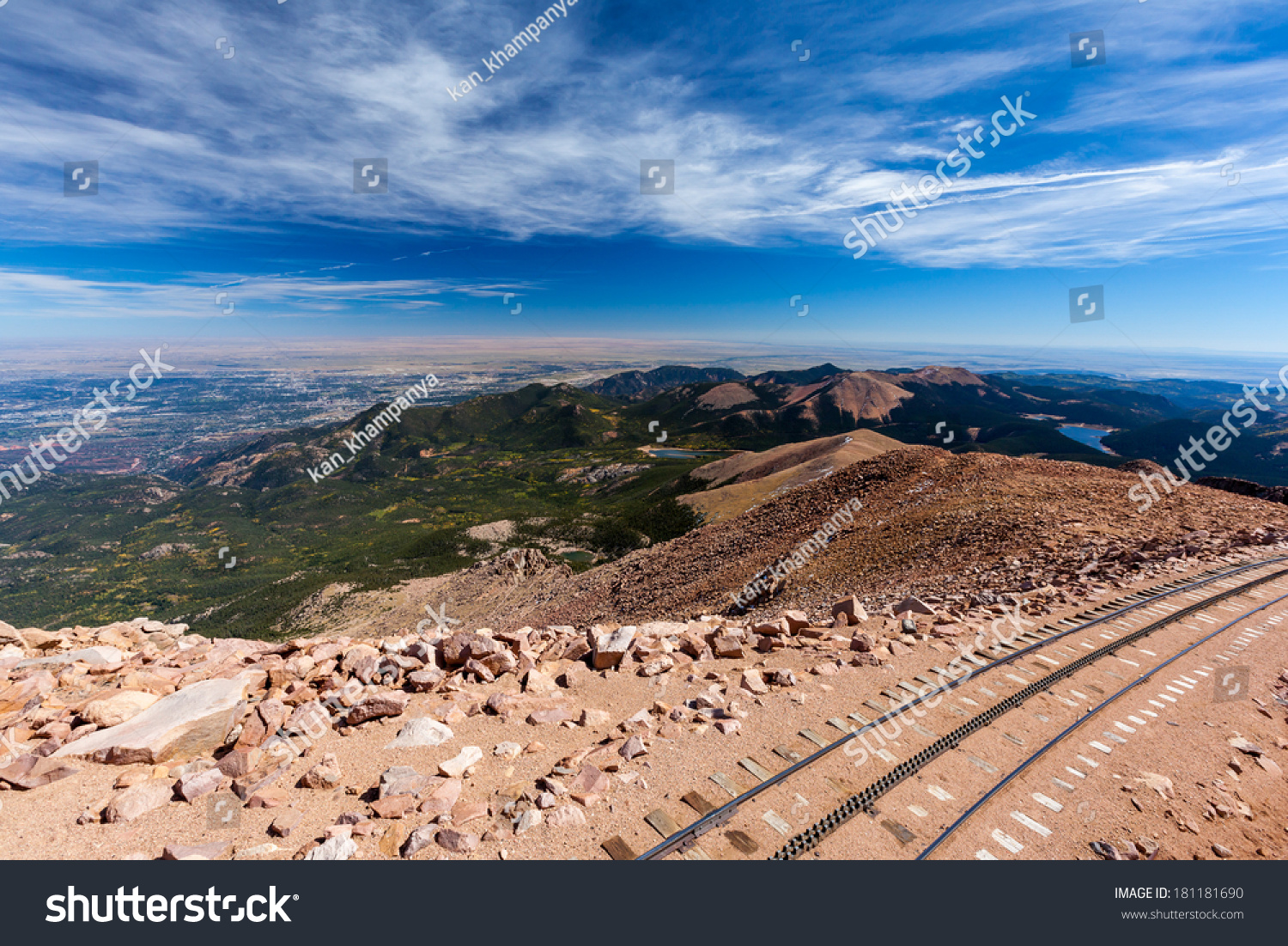 how to get to the top of pikes peak