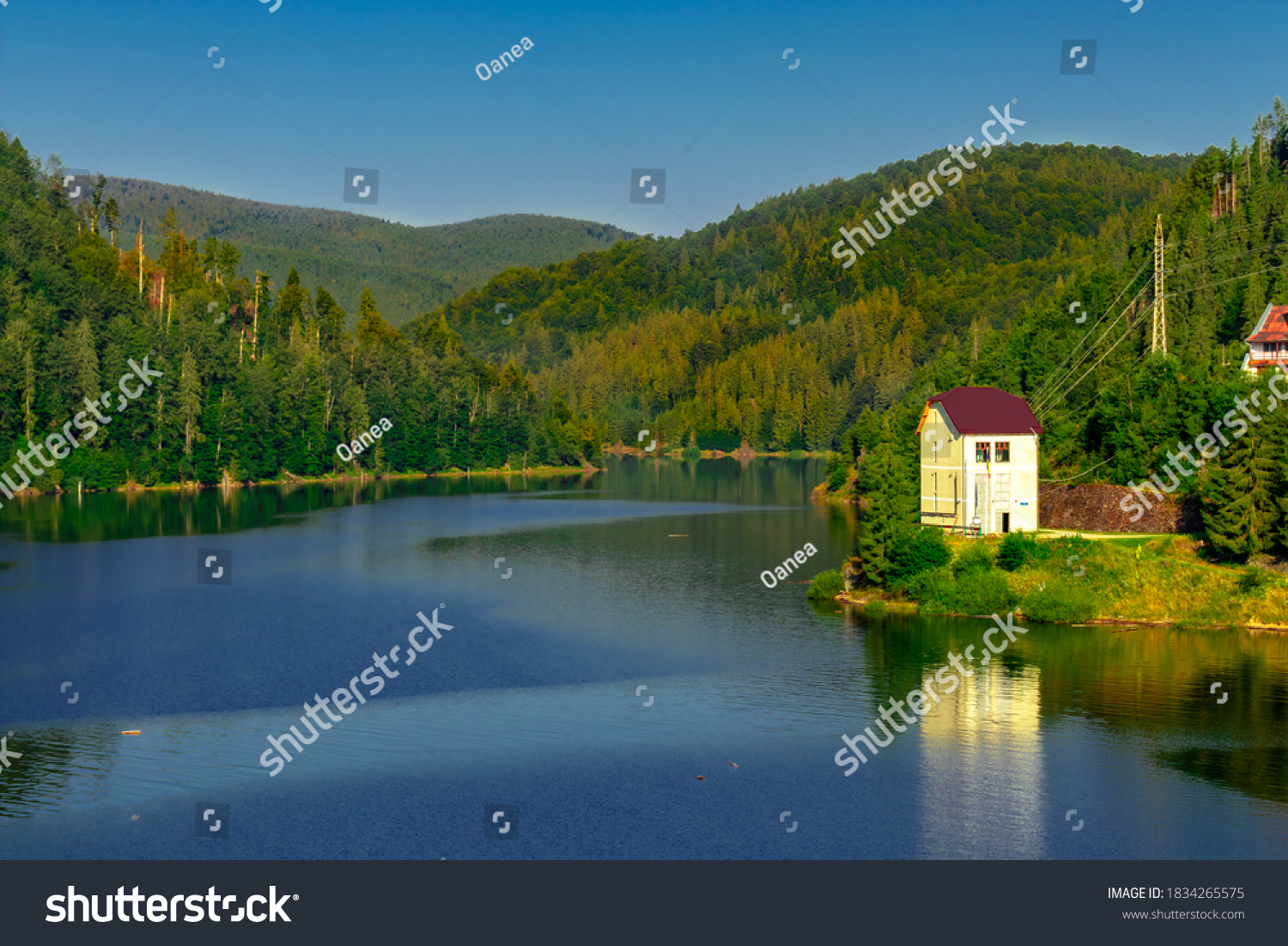 A house by the lake in the mountains