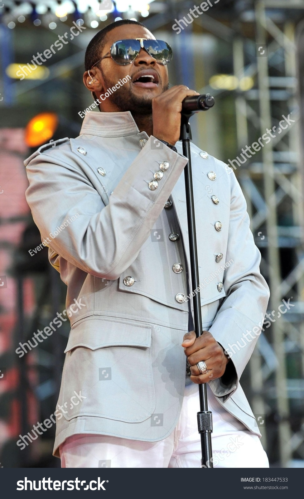 Usher On Stage Abc Gma Concert Stock Photo Edit Now 183447533
