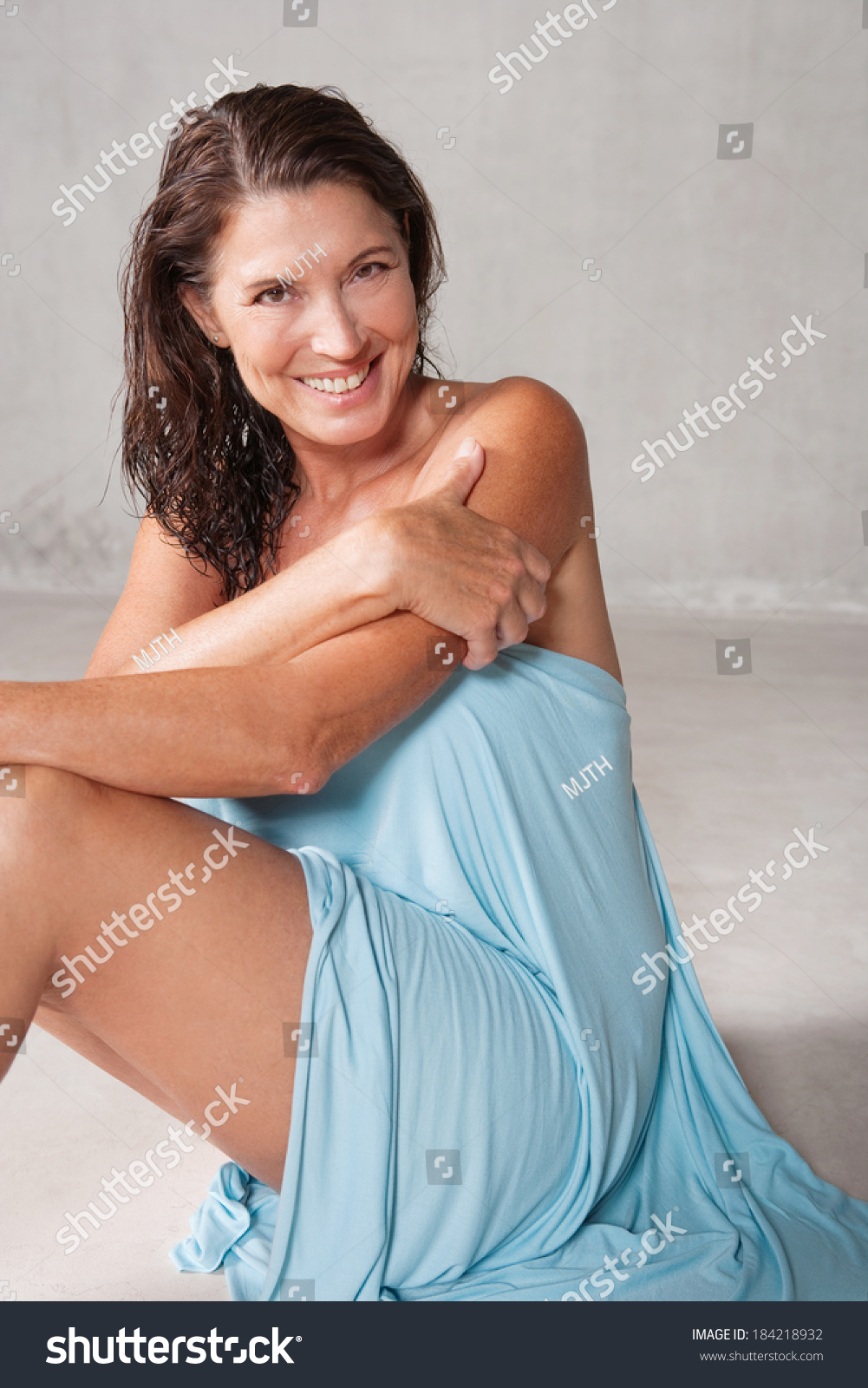 Shower Mature Galleries - Aged Mamas.