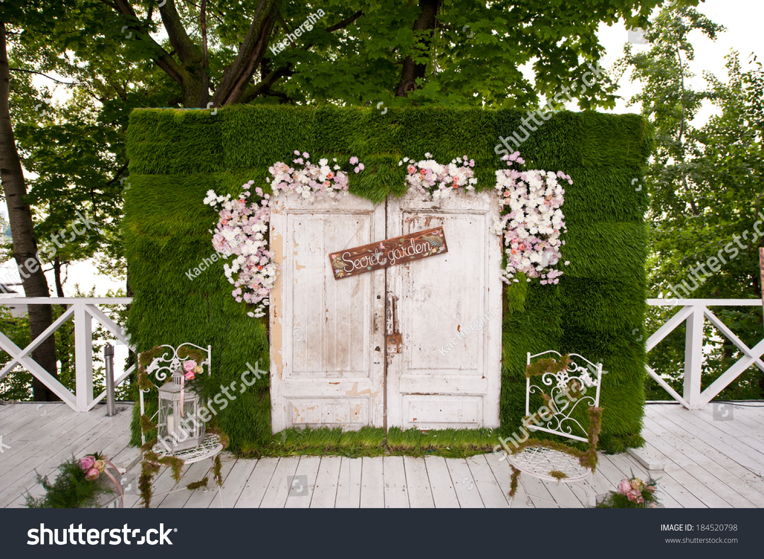 Wedding photo booth decoration 184520798 shutterstock for Photo decoration ideas