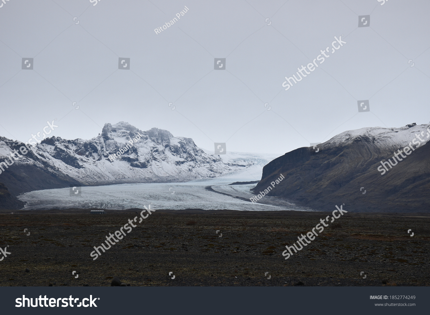 stock-photo-a-picture-of-a-snow-capped-m