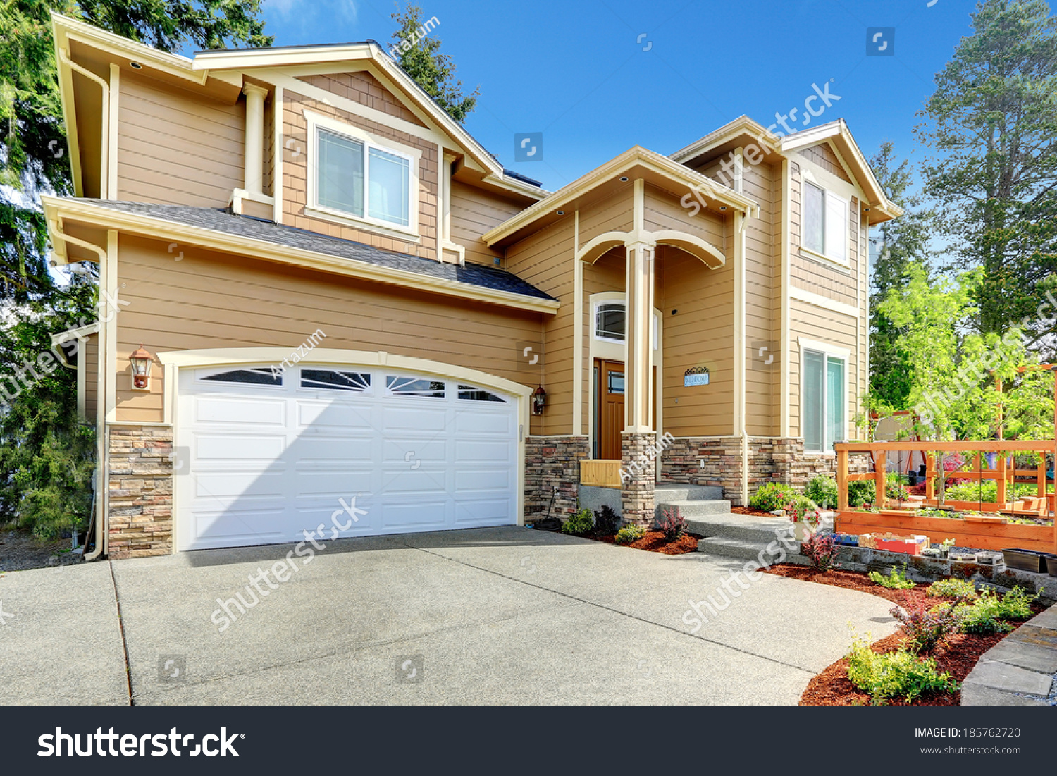 Luxury big house garage high column stock photo 185762720 for House with big garage