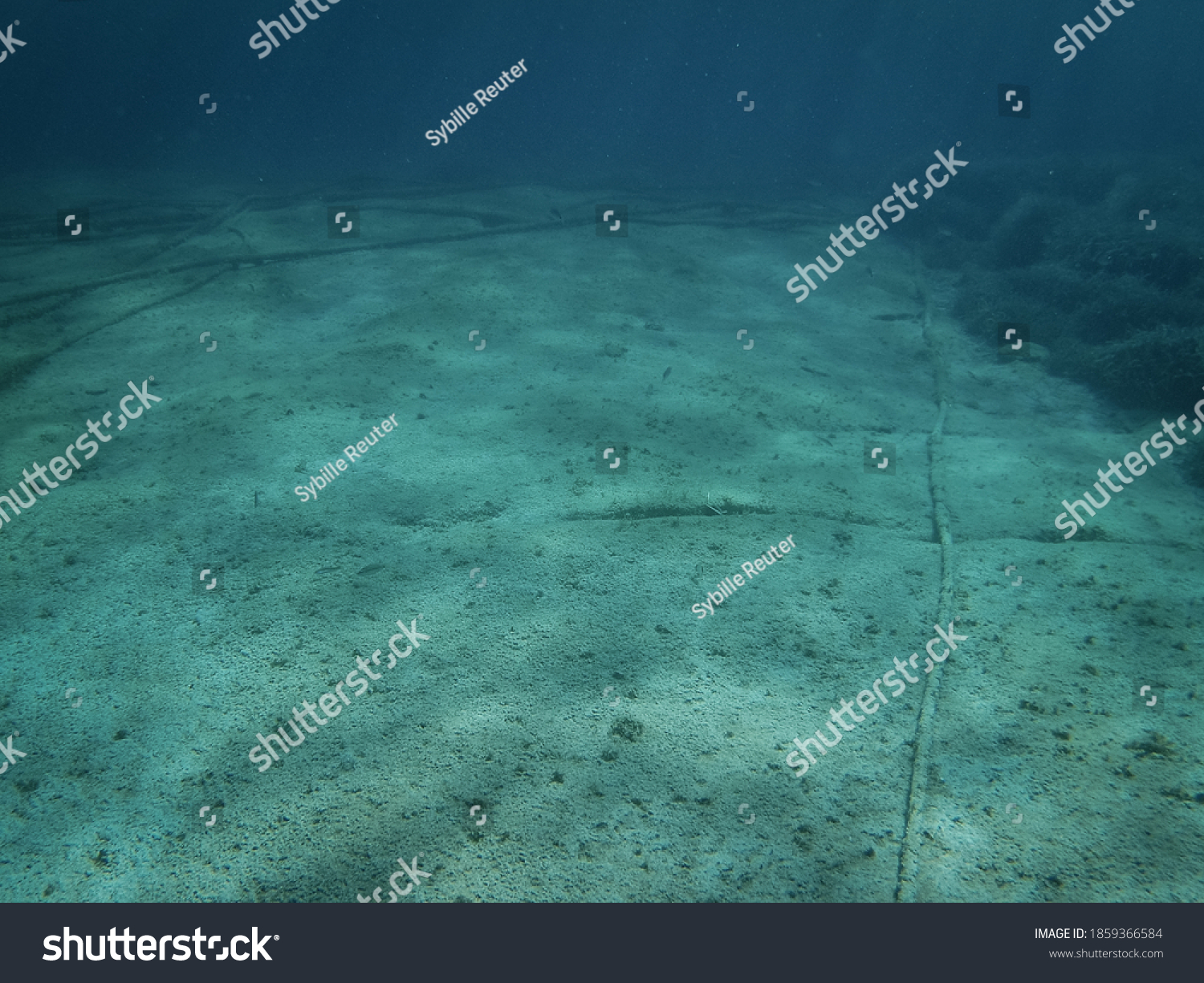 stock-photo-underwater-cables-on-the-oce