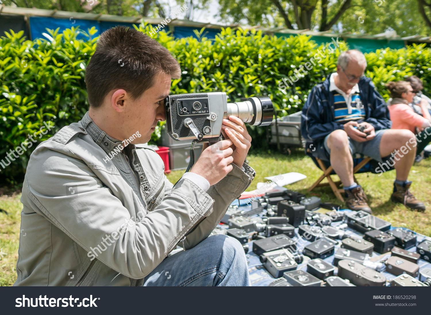 Amateur digital photo sharing are not