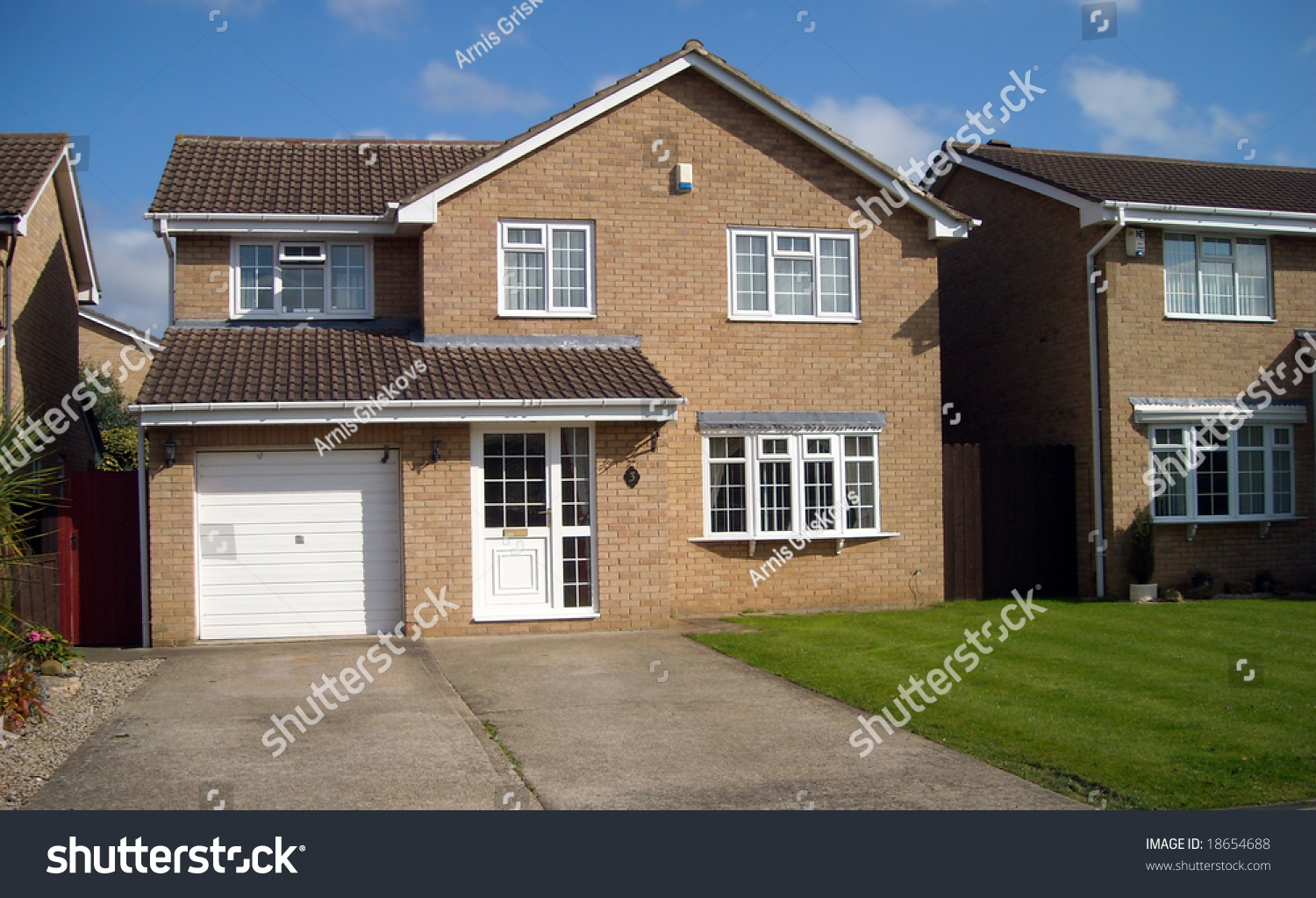 Traditional English House Stock Photo 18654688 Shutterstock