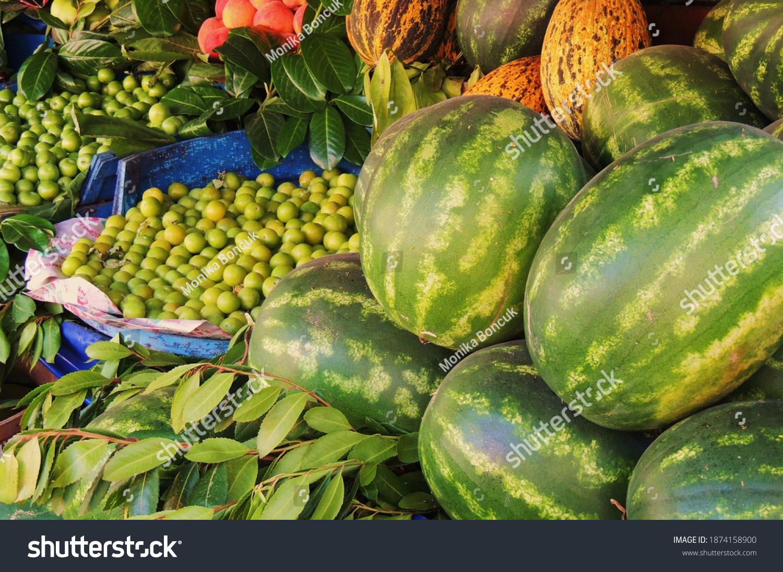 stock-photo-fresh-fruit-in-summer-sellin