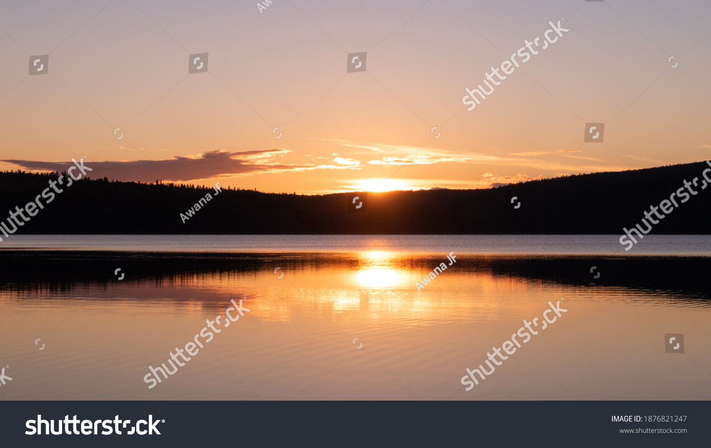 stock-photo-beautiful-sunset-on-the-lake