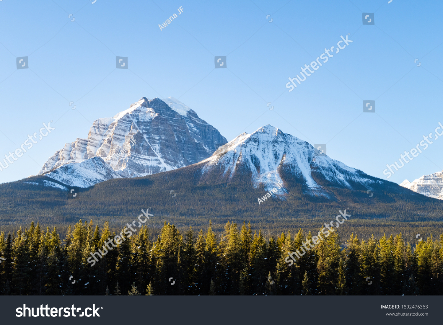 stock-photo-mountain-view-at-morant-s-cu
