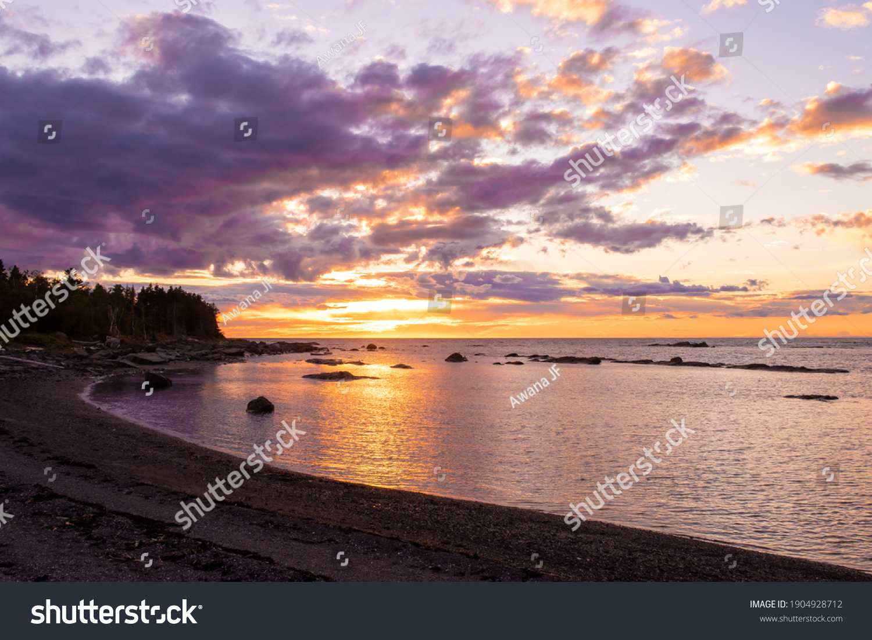 stock-photo-beautiful-sunset-over-the-sa