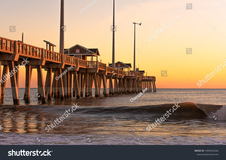Jennette's Fishing Pier in Nags Head North Carolina at sunrise. #1909025266