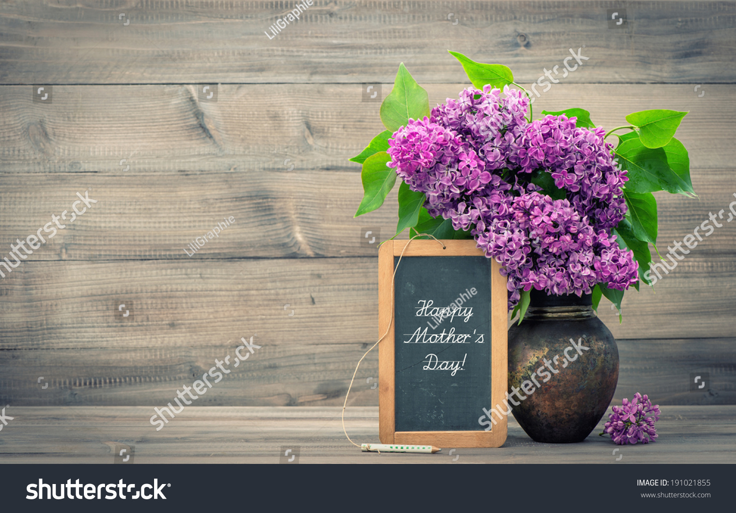 bouquet lilac flowers vase on wooden stock foto 191021855 shutterstock. Black Bedroom Furniture Sets. Home Design Ideas